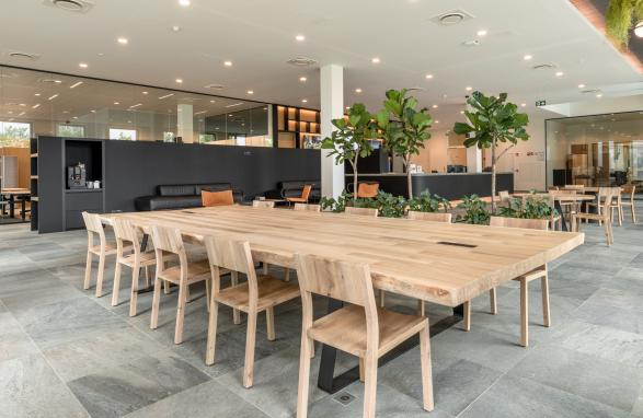 custom made wooden table for company mediahuis