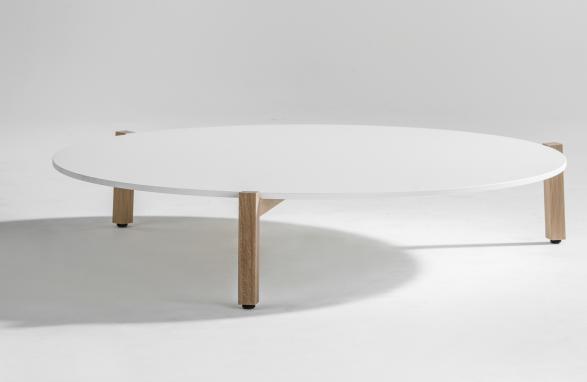 Table de salon blanc avec pieds de table en bois