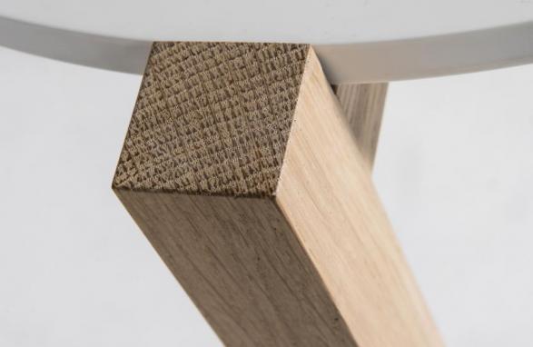 Table d'appoint détaillé pieds de table en bois