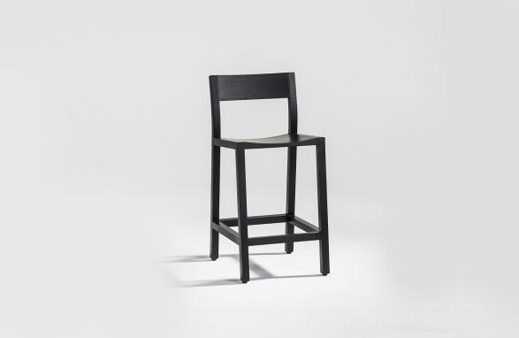 stool Pio black front view