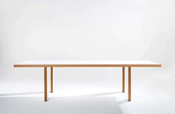 table Marie Therese blanche et bois vue de face