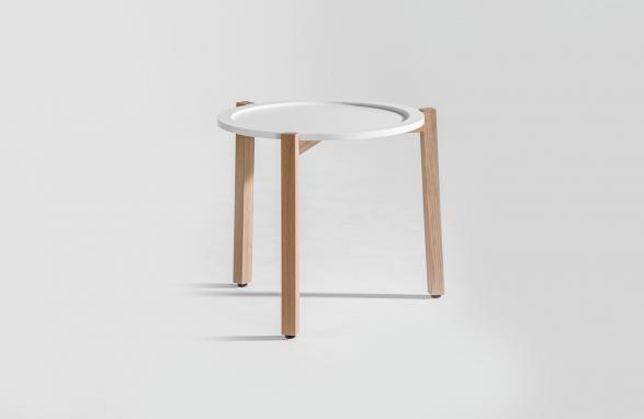 Table d'appoint blanc avec pieds de table en bois