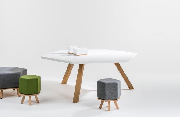 table hex blanche et bois pieds de table vue de face