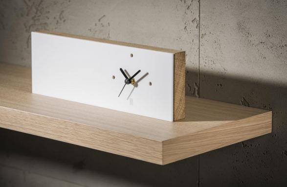 Table Clock wit zijaanzicht