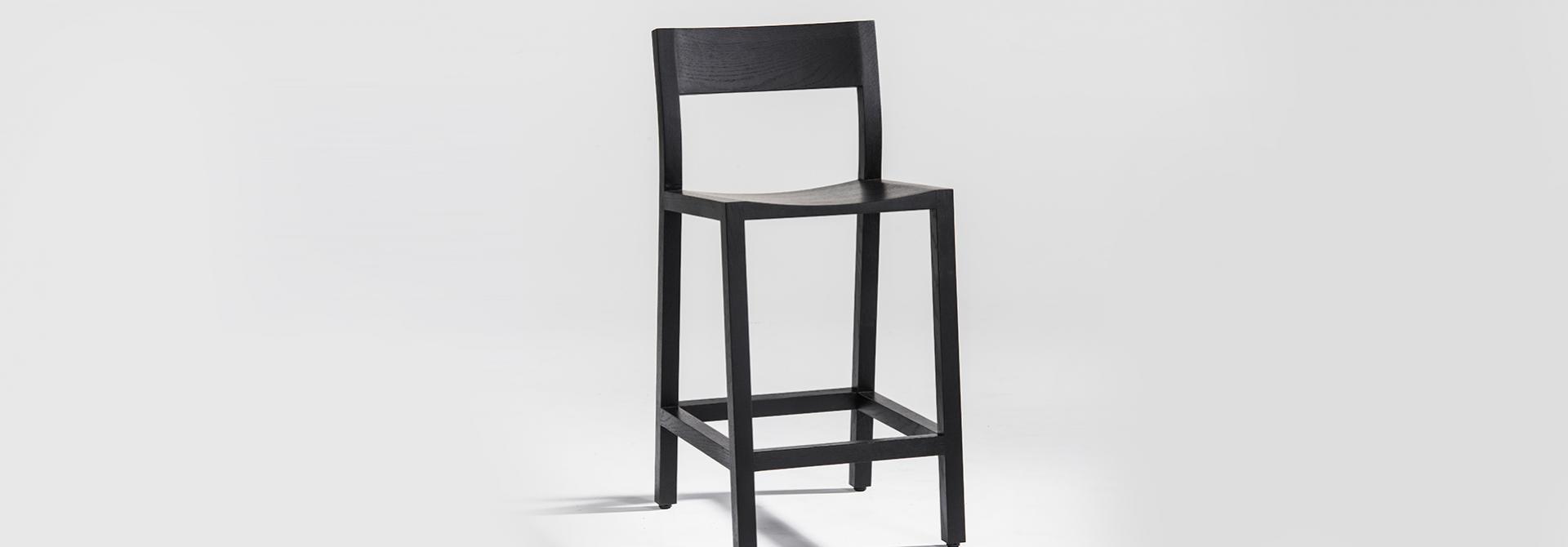 stool Pio black front view