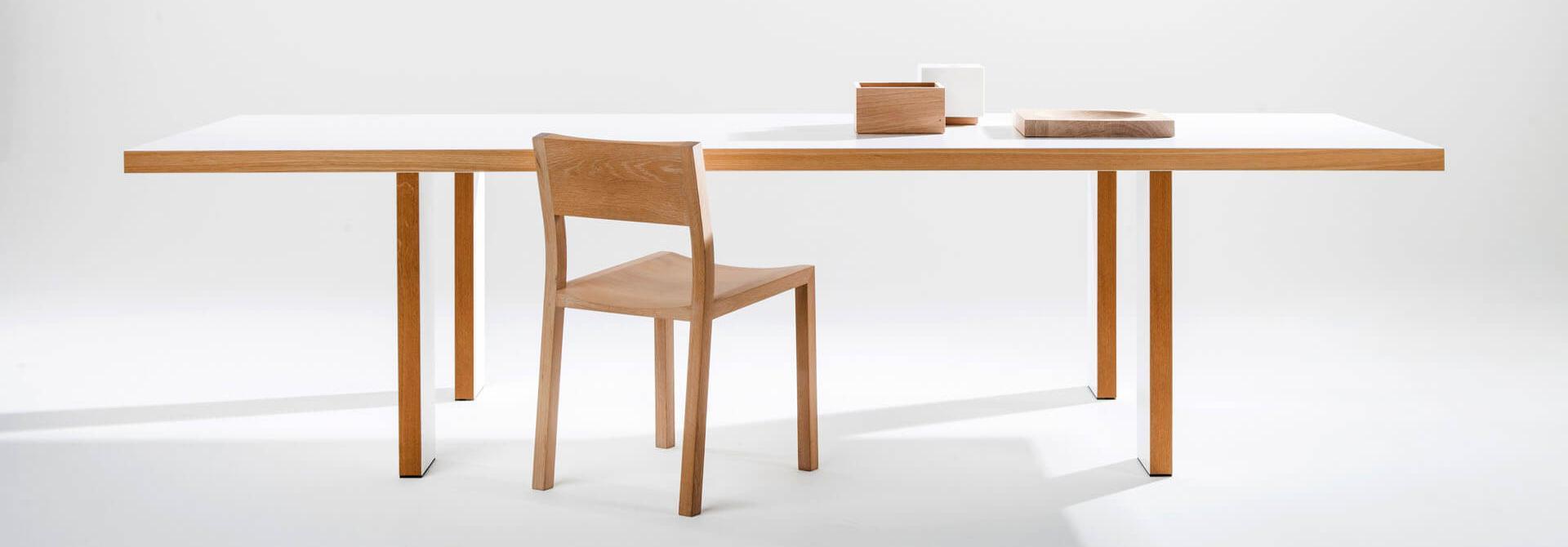 tafel Marie Therese wit en hout vooraanzicht